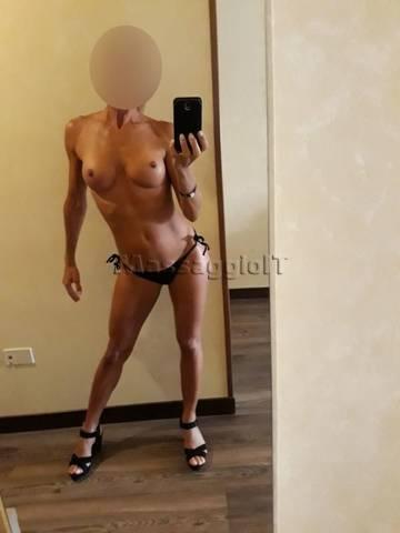 Massaggiatrici Belluno SEXY BODY MASSAGE COMPLET CON OLIO, ROMANTICI E MOLTO ALTRO...RAGAZZA ITALIANA STREPITOSA