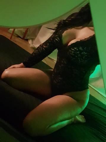Massaggiatrici Caserta Prosperosa ragazza napoletana per massaggio a corpo