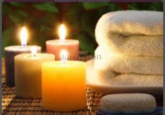Massaggiatrici Bologna Giovane e bella massaggiatrice in camice bianco