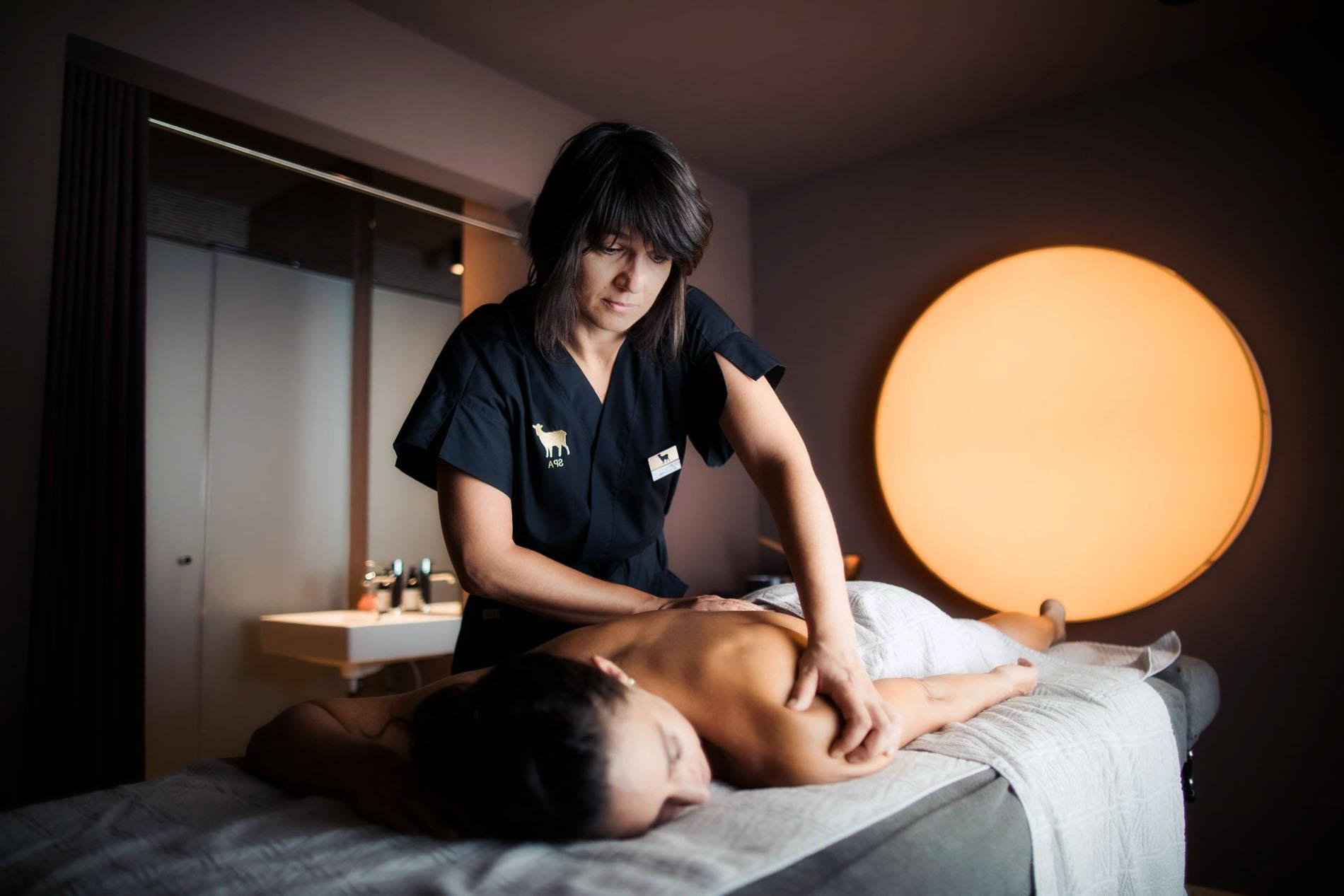 Massaggiatrice al centro massaggi a Biella